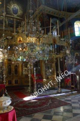 Внутренний вид храма Афонского Свято-Пантелеимонова монастыря