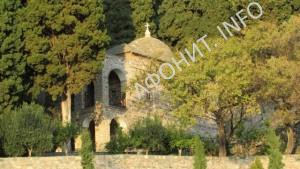 14.Петро-Павловский храм с костницей Свято-Пантелеимонова монастыря на Афоне