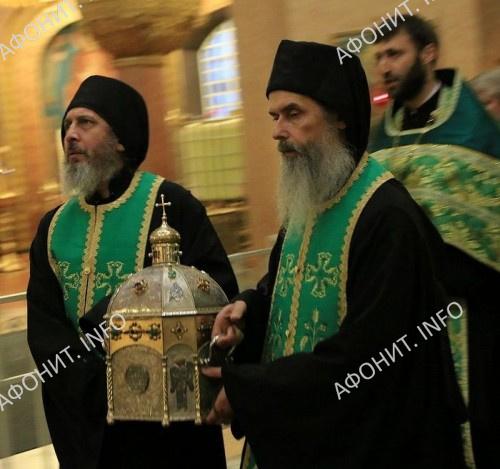 Во время принесения главы преподобного Силуана Афонского в Россию