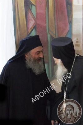 Предстоятель УПЦ наградил панагией 100-летнего афонского игумена Иеремию (Алехина)