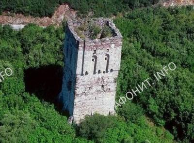 Башня бенедиктинского монастыря «Амальфион» X-XIII вв. на Афоне