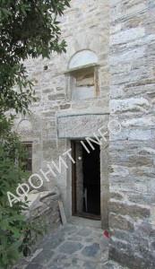 Вход в пещеру Антония Эсфигменского