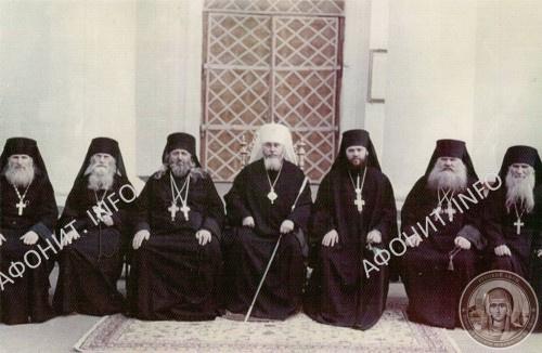 Архимандрит Иеремия (Алехин) в Духовном Соборе Свято-Успенского Одесского монастыря, крайний справа, 1974 г.