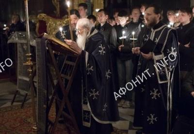 Чтение Страстных Евангелий в Русском на Афоне Пантелеимоновом монастыре