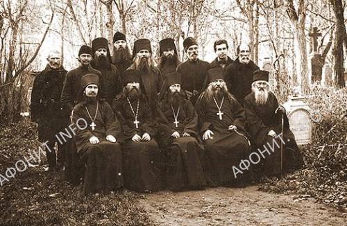 Братия Покровского монастыря. 1928 год. Преподобномученик Данакт (Калашников) – стоит четвертый слева