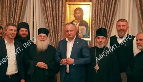 Президент Молдовы Игорь Додон и игумен Ватопедского монастыря на Афоне о. Ефрем