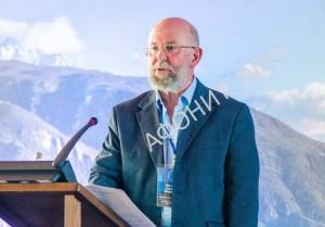 Феннелл Николай Иванович (Уинчестер, Великобритания), доктор философии, научный исследователь, член университета Уинчестера, представитель Международного общества «Friends of Mount Athos»