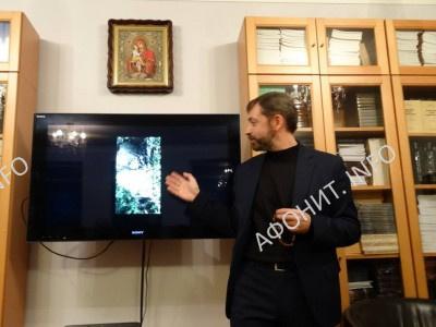 Сергей Шумило проводит лекцию об Афоне в Лондоне, 6 февраля 2017 г.