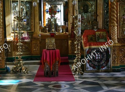 Глава святого великомученика и целителя Пантелеимона в Афонском Пантелеимоновом монастыре