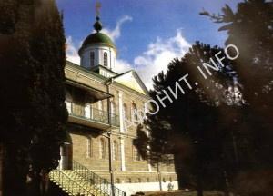 Храм первосвятителей Московских в Русском на Афоне Свято-Пантелеимоновом монастыре