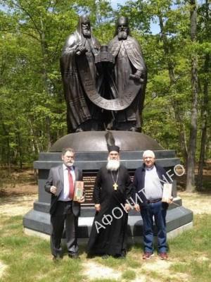 Лейквуд. Памятник  воссоединения церквей