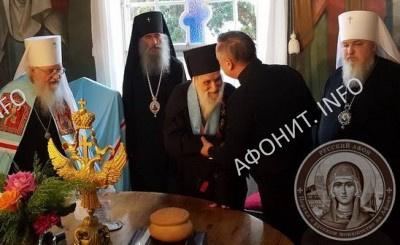 А. Д. Беглов от имени Президента России В. В. Путина награждает о. Иеремию