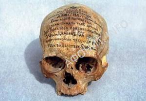 Череп иеросхимонаха Дамиана (Вьюкова) в костнице Пантелеимонова монастыря на Афоне