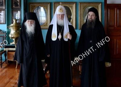 Патриарх Кирилл, Игумен Иеремия и иеромонах Макарий в Русском Пантелеимоновом монастыре на Афоне