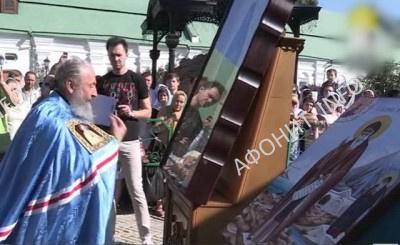 Афонские святыни привезены в Киев