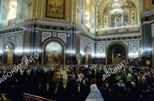 Богомольцы перед чудотворном образом Христа Спасителя в 2016 г.