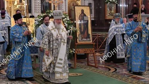 Патриарх Кирилл перед чудотворном образом Христа Спасителя в 2016 г.