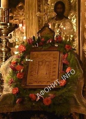 Икона Похвала Богородице в Русском на Афоне Свято-Пантелеимоновом монастыре