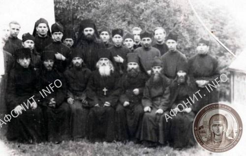 Архимандрит Иов (Кундря) Угольский с братией