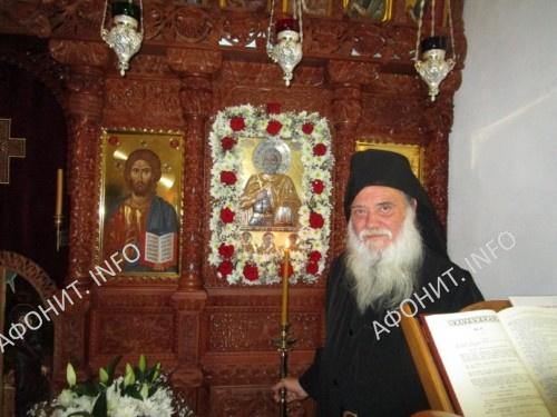 Старец симонопетрской келии Святого Мины в Карее монах Максим. Афон