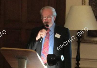 Секретарь общества «Friends of Mount Athos» д-р Грэхем Спик открывает в Кембридже международную конференцию «Святая Гора Афон и Русь: 1016-2016», 3 февраля 2017 г.
