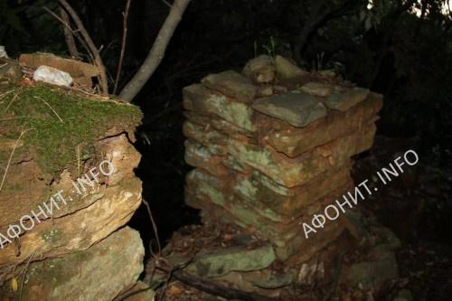 Руины Константиновской келлии на Афоне, где три года подвизался прп. Паисий Величковский. Современный вид, фото Сергея Шумило