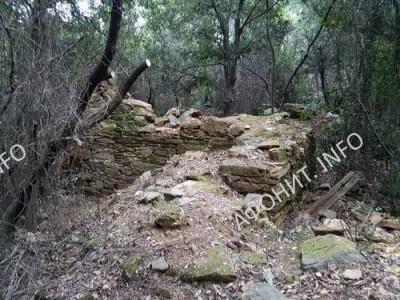 Руины Константиновской келии Пантократорского монастыря на Афоне