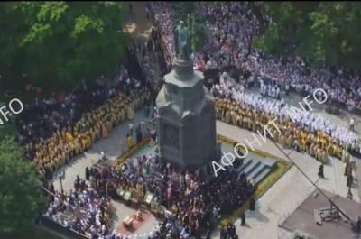 Около 80 000 верующих приняли участие в Киеве в Крестном ходе в честь 1000-летия древнерусского монашества на Афоне