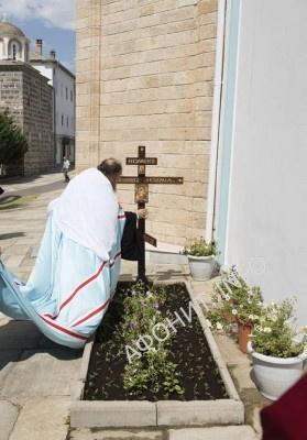 лития на месте погребения новопреставленного игумена Свято-Пантелеимонова монастыря схиархимандрита Иеремии (Алехина)