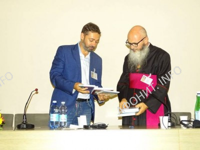 Сергей Шумило передал в дар библиотеке Амброзиана издательские проекты Международного института афонского наследия в Украине (МИАНУ), 11 сентября 2016 г.