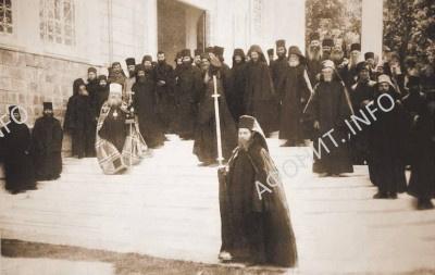 Митрополит Антоний (Храповицкий) во время освящения храма святого великомученика Пантелеимона в Старом Руссике, 27 июля 1920 г.