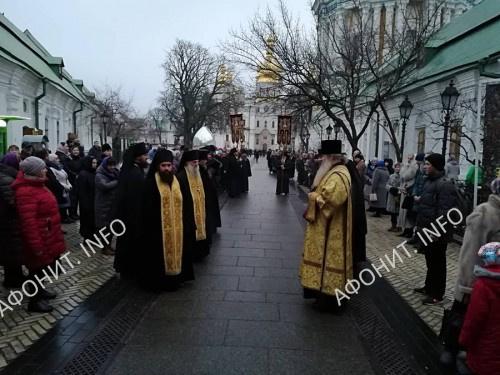 В Киево-Печерскую Лавру впервые принесены мощи и посох прп. Паисия Величковского