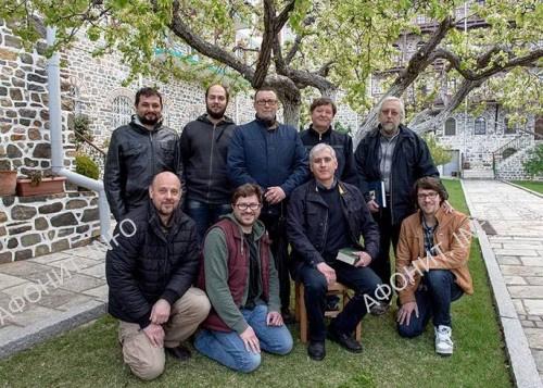 Коллектив иконописцев во главе с В. Нестеренко, работавший над росписями в соборе Старого Русика на Афоне