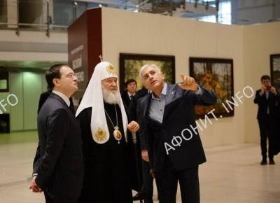 Патриарх Кирилл посетил выставку художника В. Нестеренко