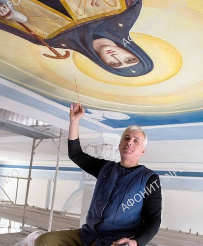 Василий Нестеренко расписывает собор Старого Русика на Афоне