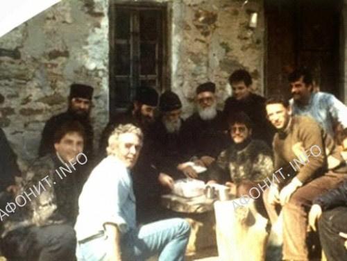 Преподобный Паисий с посетителями