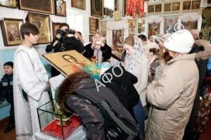 В Волгограде для поклонения выставлены старинные святыни Афонского Пантелеимонова монастыря