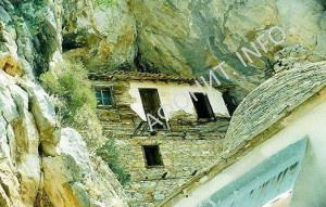 Афонские пещеры Великой Лавры