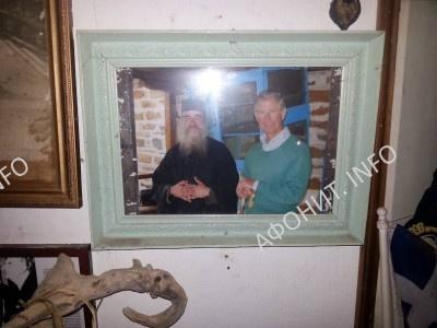 Принц Уэльский Чарльз на Святой Горе Афон. Фотография на стене афонского монастыря