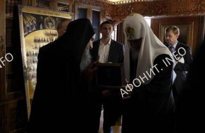 Патриарха Кирилла на Афоне наградили орденом Святого Пантелеимона