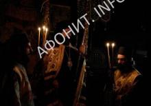 Митрополит Маронии и Комотини Пантелеимон на Рождество Христово в главном соборе Протата на Афоне