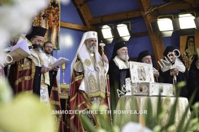 Тысячи румынских верующих поклонились привезенным с Афона мощам Трех Святителей