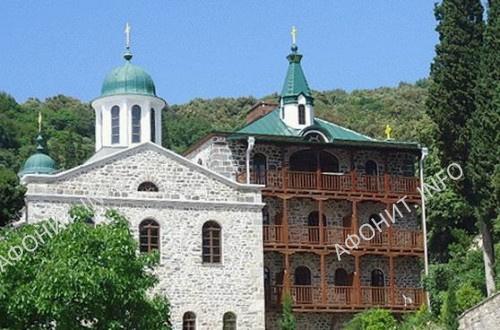 Храм Русского святогорского Пантелеимонова монастыря, посвященный всем святым русским государям.