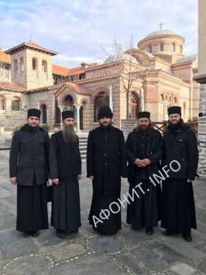 Архиепископ Петергофский Амвросий и преподаватели Санкт-Петербургских духовных школ посетили Афон