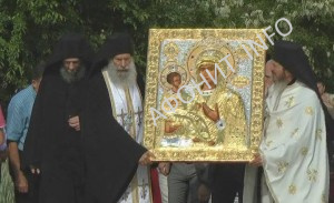В Сербию с Афона принесен список Троеручицы