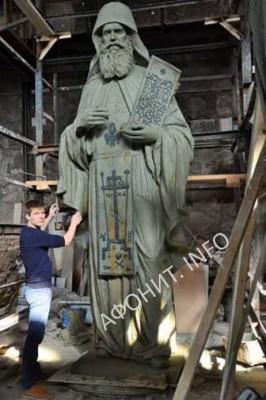 Павел Журавлёв работает над созданием памятника прп. Силуану Афонскому