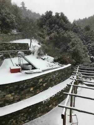 На Святой Горе Афон выпал снег
