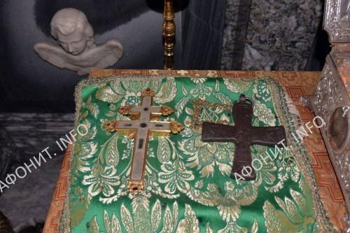 Крест с частью Животворящего Креста и крест прп. Павла Ксиропотамского