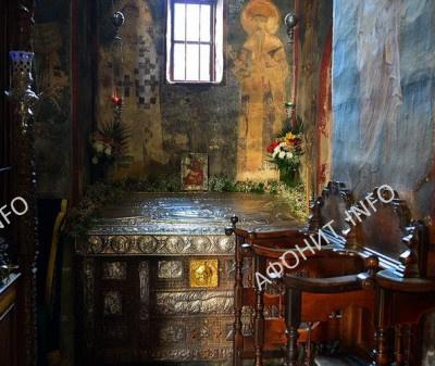 Рака прп. Симеона Мироточивого в Хиландарском монастыре на Афоне