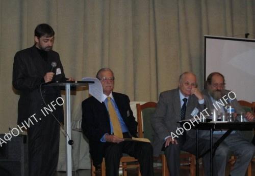 Проф. Антоний Тахиаос и С. В. Шумило на международной конференции в Санкт-Петербурге, 2010 г.
